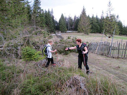 Ponad polanami korbielowskiego osiedla Na Dolinkach
