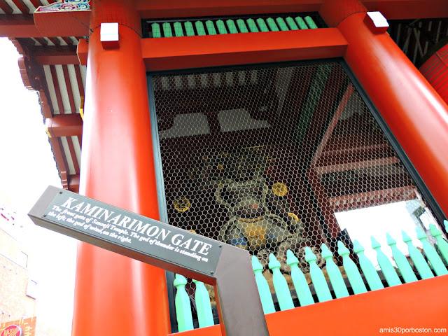 Dios del Trueno y Relámpago Raijin en la Puerta Kaminarimon