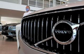 Geely's Volvo Cars cảnh báo về doanh số bán hàng khi nguồn cung làm giảm sản lượng