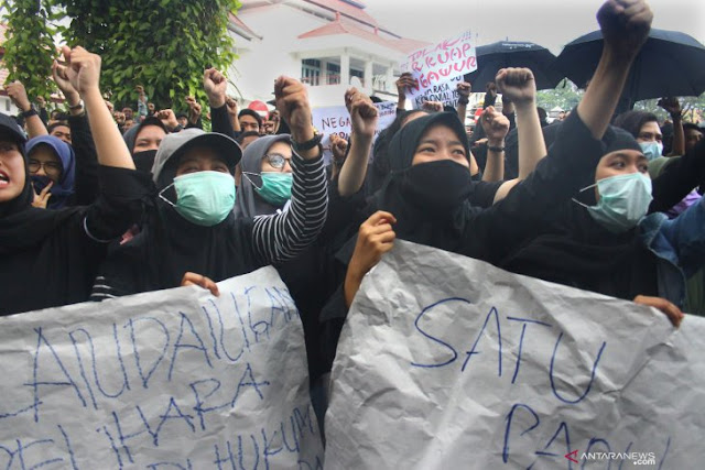 Mahasiswa di Malang Unjuk Rasa Tolak RKUHP