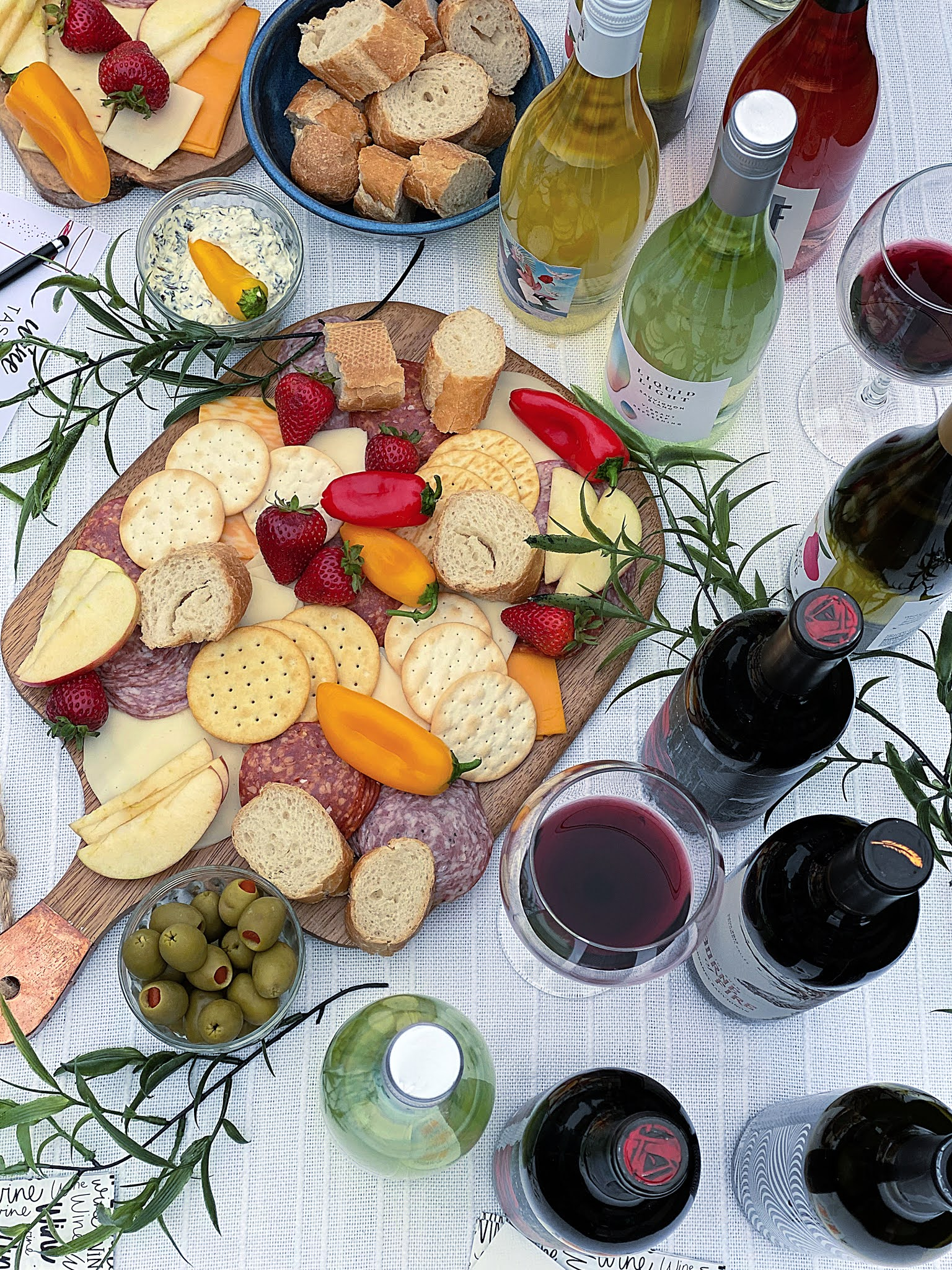 FOOD AND DRINK AT A WINE TASTING PARTY