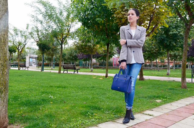 outfit-blogger-blazer-jeans-look-otoño-casual-blogger-trends-gallery