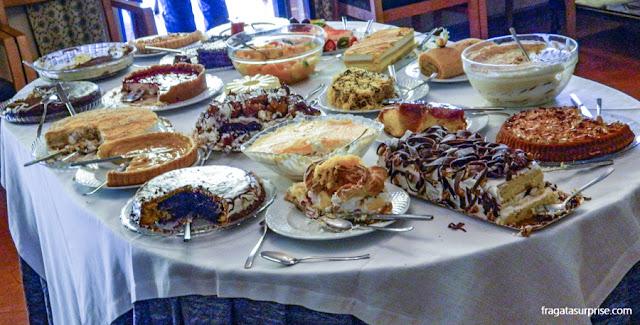 mesa de sobremesas do Restaurante Zé da Calçada, em Amarante, Portugal