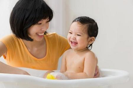 Những chú ý khi vệ sinh vùng kín cho bé gái
