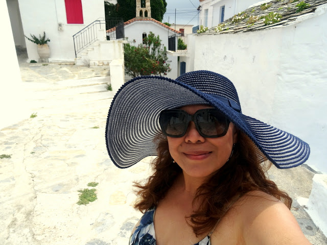 Dutched Pinay in Skopelos