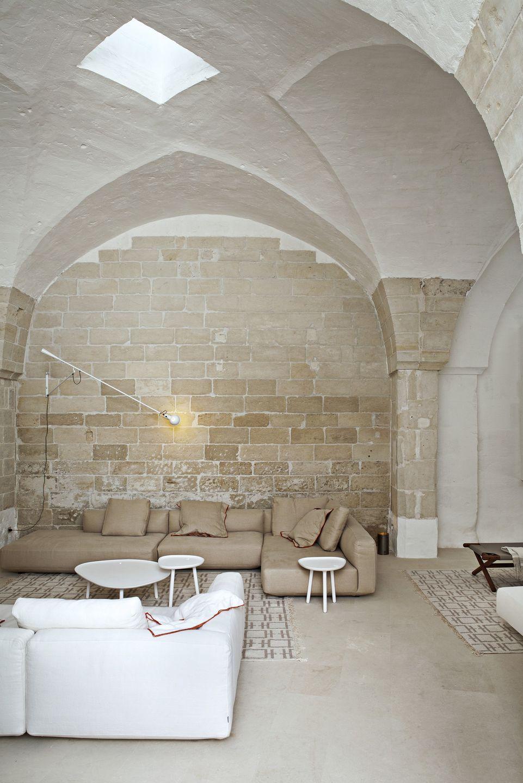 Salón con techos altos abovedados en Sogliano Cavour