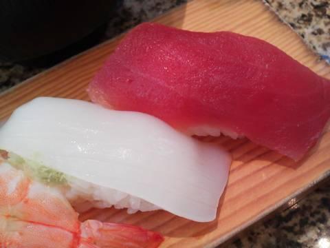 イカ&マグロ 回転寿司 鮮(せん)