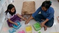Naya, Enterpreneur Cilik Sukses Jualan Mainan Slime