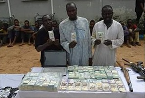 Police recover fake foreign and local currencies from 5 suspects in Kano State (photos)