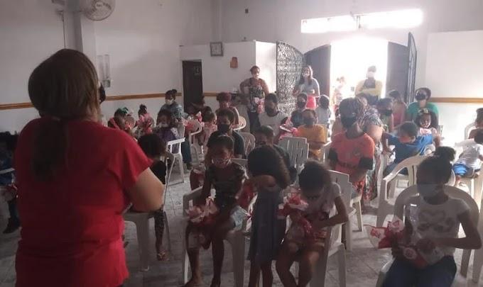 """Pais são alcançados pela oração dos filhos em projeto cristão: """"A Palavra de Deus é viva"""""""