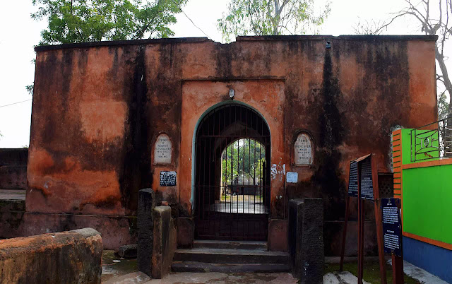 graves-of-sher-afgan-and-qutb-ud-din-khan-at-bardhaman