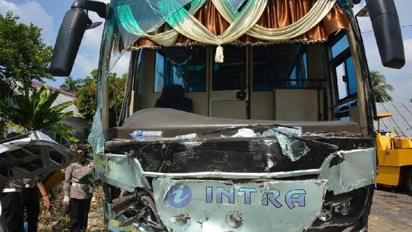 Sopir Bus Kecelakaan Maut Tewaskan 9 Orang di Tebing Tinggi Serahkan Diri