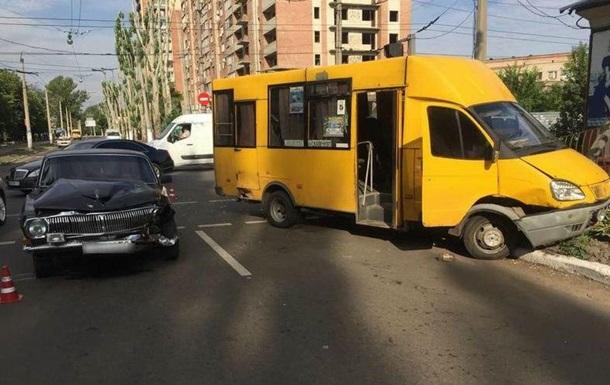 У Слов'янську маршрутка потрапила в ДТП: дев'ять постраждалих