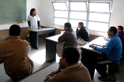 Apostemos por educación y trabajo en las cárceles