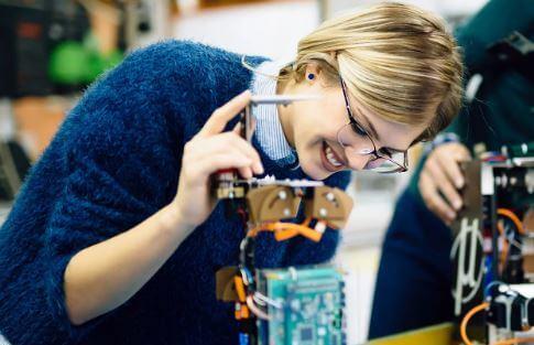 أهم 10 مهارات مطلوبة لوظيفة في الهندسة الكهربائية
