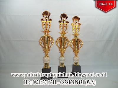 Model Piala Simpel