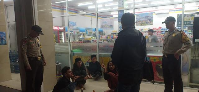 Patroli Gabungan TNI-Polri Di Cimahi Bubarkan 58 Titik Kerumunan Massa