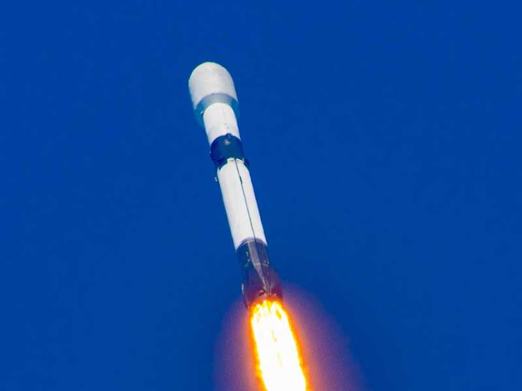 No Dia de Star Wars, SpaceX lança mais 60 satélites Starlink