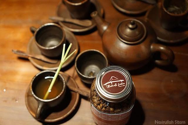 Bir Pletok dan Biji kopi di Rumah Lama Kopi