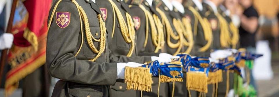 Президент присвоїв почесні найменування частинам ЗСУ і ДССТ