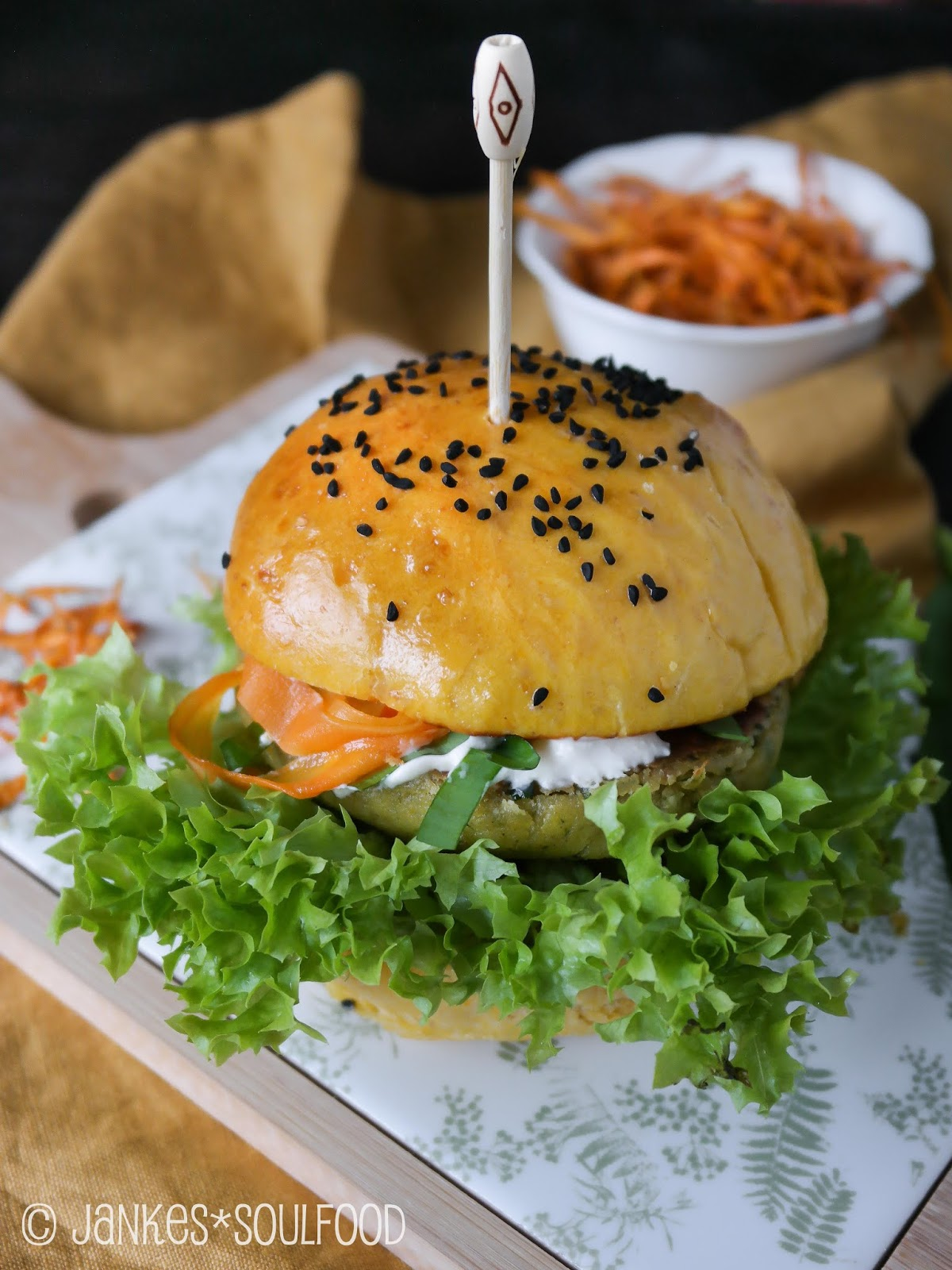 Veggie-Burger mit Süßkartoffel-Bun