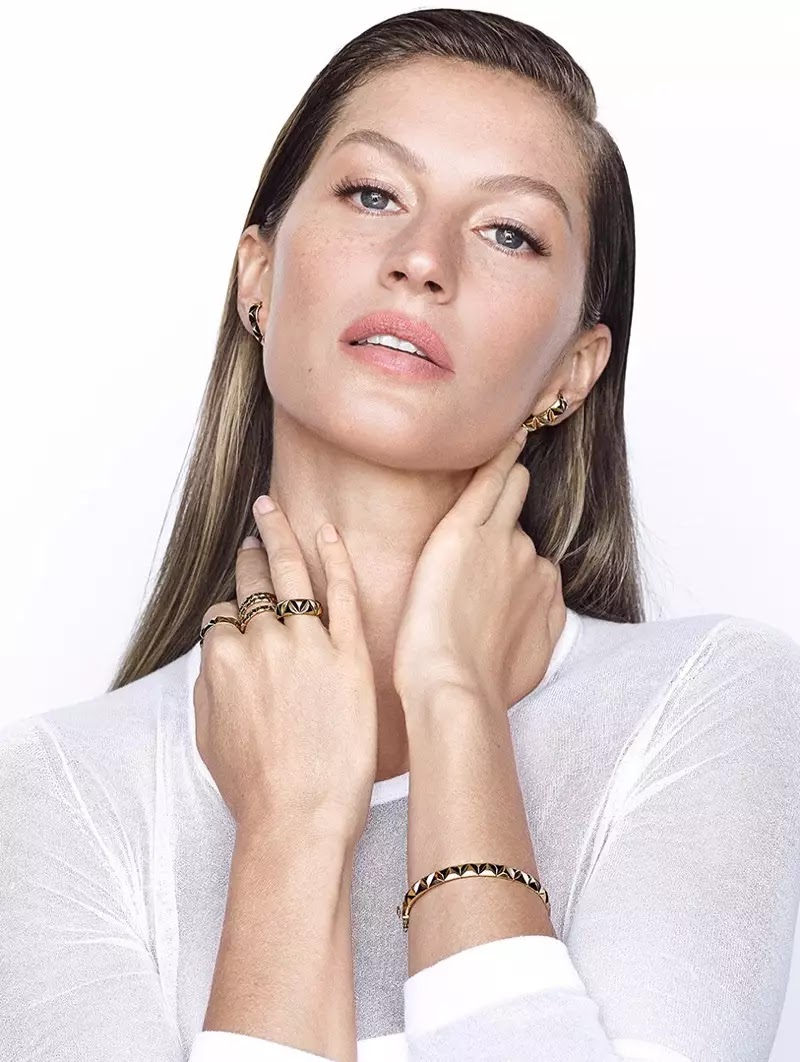 Gisele Bundchen poses for Brazilian jeweler Vivara