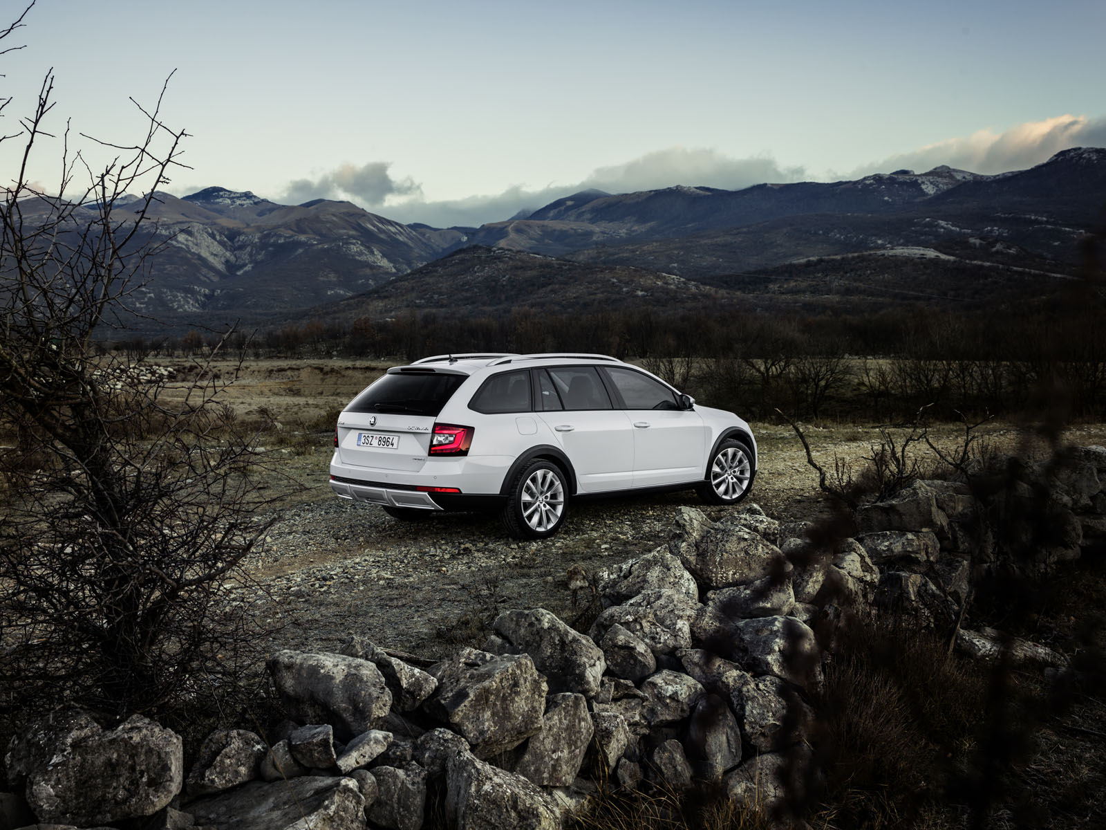 new scout model takes skoda octavia upgrades off the beaten path. Black Bedroom Furniture Sets. Home Design Ideas