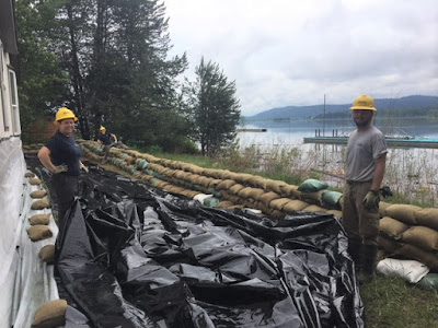 WCC crew readies sandbag berm near Pend Oreille River at Newport.