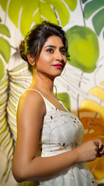 Telugu Anchor Varshini Latest Beautiful Photoshoot Stills Actress Trend