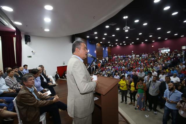 Rui assina decreto que regulamenta reconhecimento de terras devolutas na Bahia