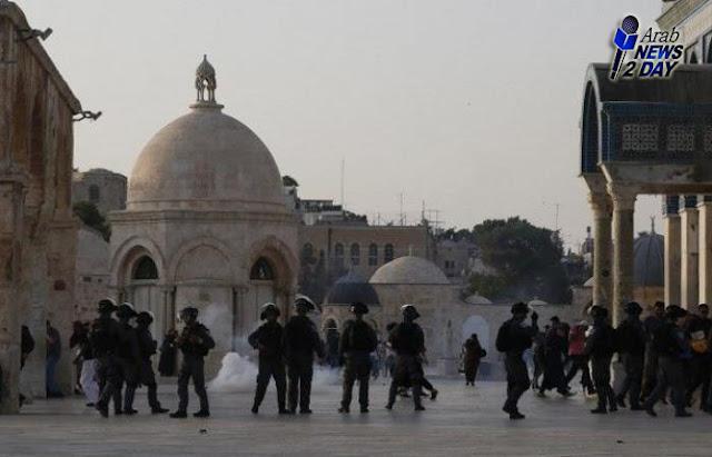 قوات الاحتلال الاسرائيلى تقتحم المسجد الأقصى وتعتدى على المصلين