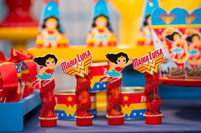 decoração festa mulher-maravilha