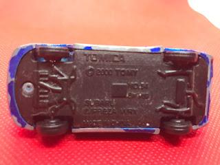 スバル インプレッサ WRX のおんぼろミニカーを底面から撮影