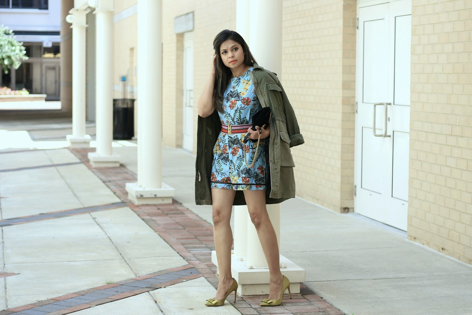 sara boo romper, tropical print, fashion, style, romper , summer style, beach style, ornage lips, gap utility jacket, olive green jacket, bow heels, belt , myriad musings