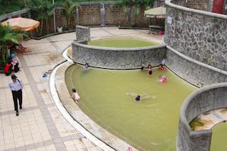 Hangatnya Tempat Wisata Pemandian Air Panas Padusan
