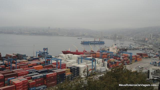 Vista panorâmica de Valparaíso do mirante do Paseo 21 de Mayo