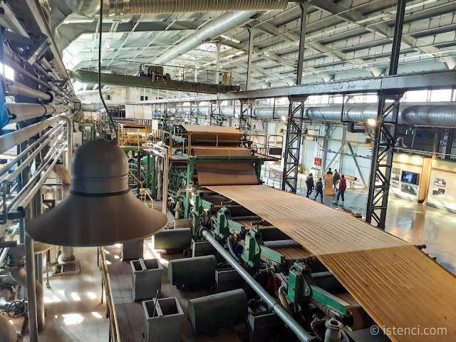 İzmit SEKA Kağıt Müzesinde eski makinalar ve üretim bantları sergileniyor.
