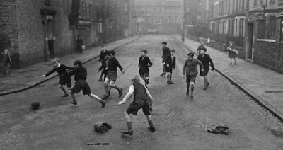 كرة القدم كرياضة شعبية