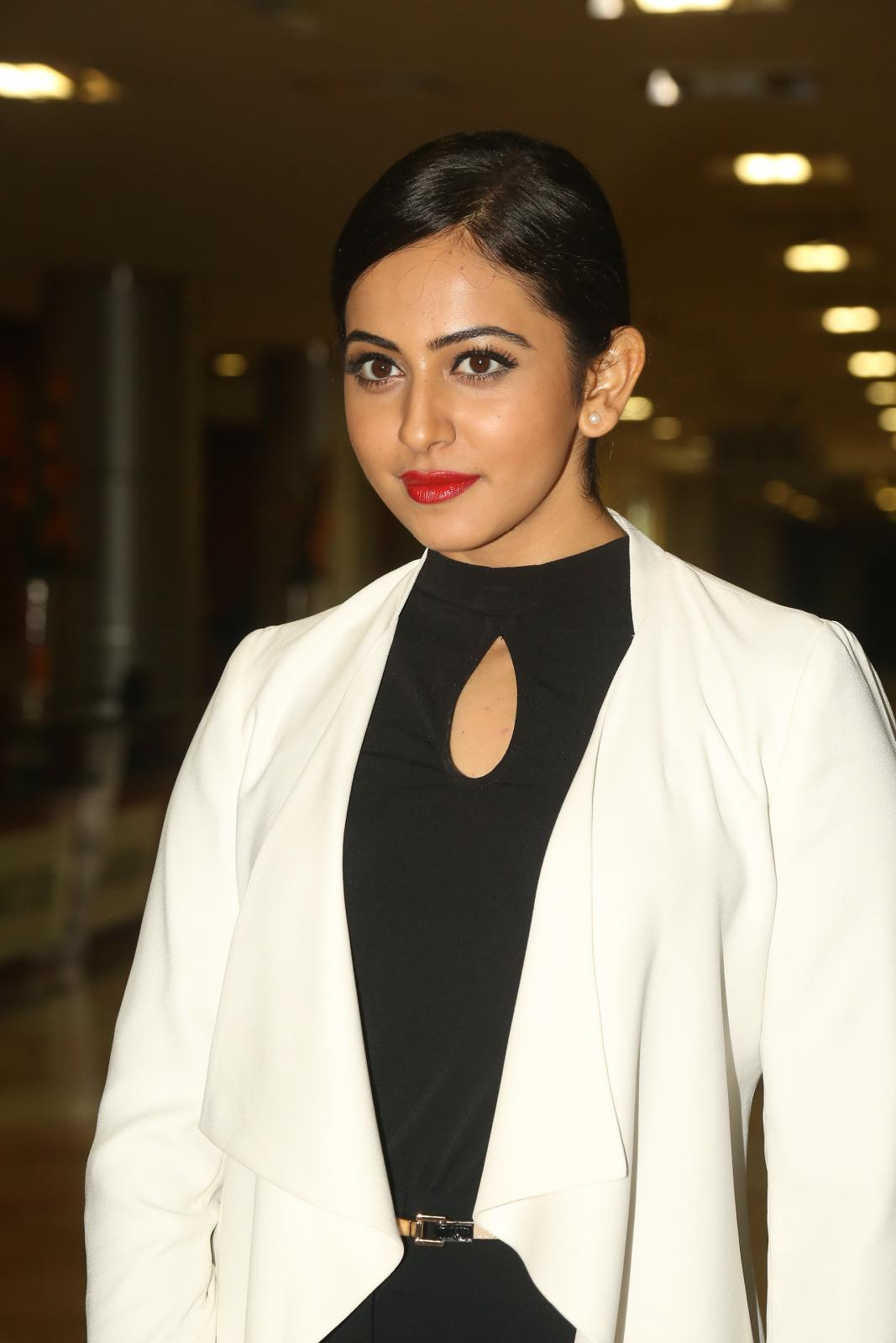 Rakul Preet Singh 2016 Latest Photos In White Dress