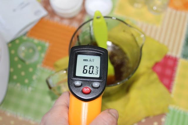 Comprobaremos la temperatura antes de añadir los aceites esenciales