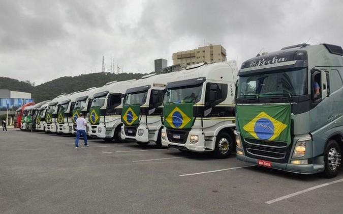 Bolsonaro afirma que manifestações de caminhoneiros devem continuar até domingo