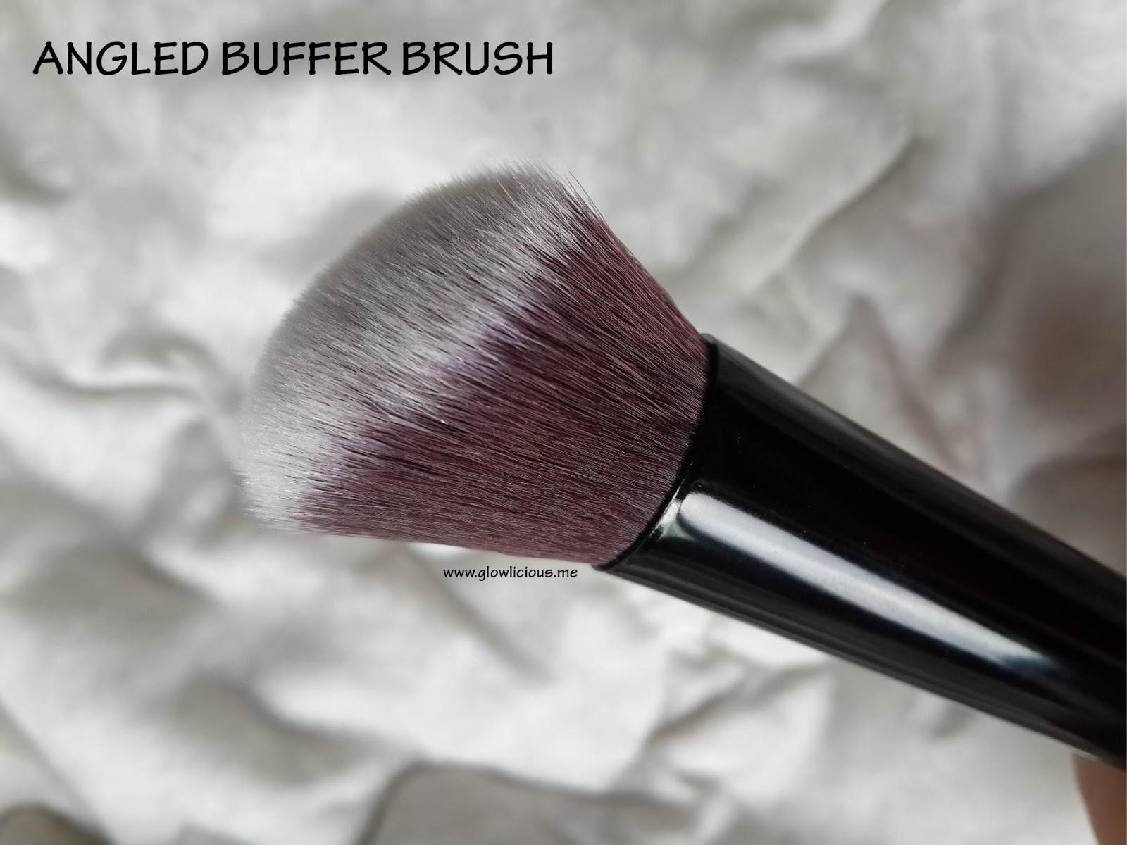 Review | Born Pretty Store 5 Pieces Makeup Brush Set. Makeup brush selalu menarik perhatianku walaupun sudah punya beberapa set makeup brush dirumah.  Tetap aja ketika ditawarkan oleh Born Pretty Store pilih product apa yang ingin review? Makeup brushes please :). Apalagi dengan menggunakan brush dalam mengaplikasikan makeup hasilnya juga lebih flawless dan natural. So aku terima makeup brush ini sejak 1 bulan yang lalu. Aku bener - bener suka dari segi bentuk fisik maupun masing - masing kegunaannya. Jadi kalau kamu penasaran dengan ke lima Face Brush ini, please keep reading #maksa hihi.     Sengaja aku pilih warna Hitam, biar ngga ketuker dengan Real Techniques brushes yang akan aku beli nantinya. Seperti yang kita bisa lihat di gambar, bentuk fisiknya mirip sekali dengan Real Techniques. Bener - bener mirip ya?  Terdiri dari 5 pieces yaitu Pointed Brush, Angled Buffer Brush, Flat Angled Buffer Brush, Flat Top Buffer Brush dan Round Buffer Brush. Set of 5 pieces BornPrettyStore Makeup Brush ini merupakan brush sintesis yang dibuat dari bahan Nylon hair dengan panjang 16cm. Walaupun handlenya kelihatan mengkilat tapi ketika digunakan tidak licin dan nyaman. Bagian bawah dari handle brush ini berbentuk datar sehingga memudahkan kita untuk menyimpannya.  1. POINTED BRUSH   Pointed brush dengan bentuknya yang unik dan bulu yang lembut dapat digunakan untuk mengaplikasikan concealer maupun foundation di area wajah tertentu atau area wajah yang sulit dijangkau.  2. ANGLED BUFFER BRUSH  Aku sudah coba menggunakan Angled Buffer Brush ini untuk mengaplikasikan blush atau bronzer di wajahku dan hasilnya aku suka banget. Penggunaannya sangat mudah (ngga pake salah aplikasi lol) karena didukung bentuk yang sedikit miring.  3. FLAT ANGLED BUFFER BRUSH  Flat Angled Buffer Brush ini bisa digunakan untuk mengaplikasikan makeup dalam bentuk cream, liquid maupun powder. Tapi memang untuk hasil terbaik, penggunaannya adalah untuk cream atau powder.  4. ROUND BUFFER BRUSH  Round Buf