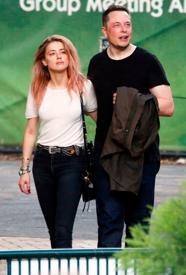 Amber Heard with Elon Musk boyfriend girlfriend