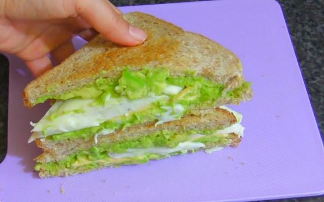 Egg White and Avocado Breakfast Sandwich #healthy #breakfast