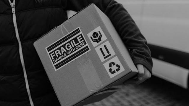 Potret Paket dengan Alamat Super Nyeleneh, Minta Kurir Jangan Manja