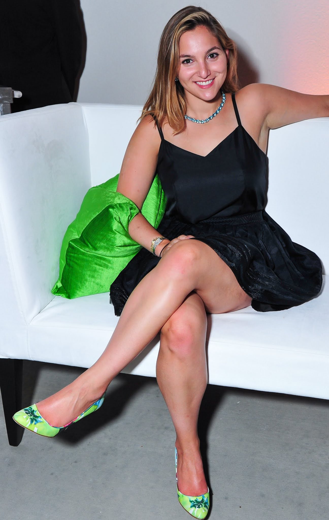 brunette threesom legged blonde curvy Long
