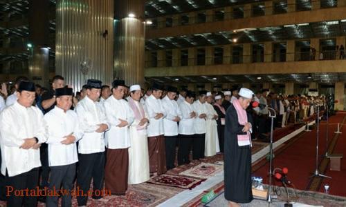 Bacaan Niat Tata Cara Doa Sholat Tarawih, Witir Sendiri, Berjamaah