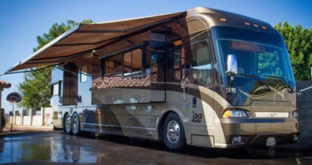 Country Coach Magna 630 Bus