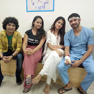 Priti Maurya with co stars