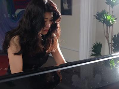 彈奏到忘我的鋼琴家陳毓襄